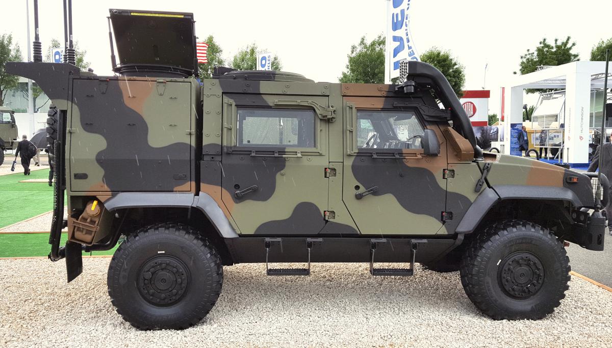 Samomorilski napad proti italijanskemu oklepnemu vozilu Iveco LMV 4x4